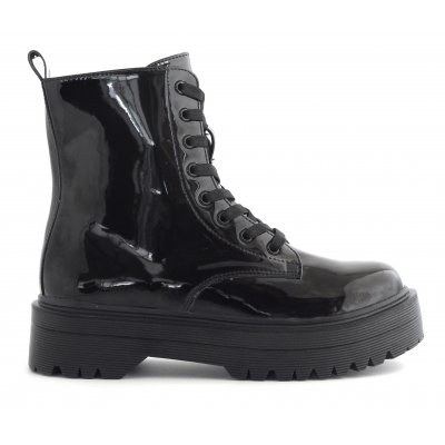 Glossy boot with inner zip